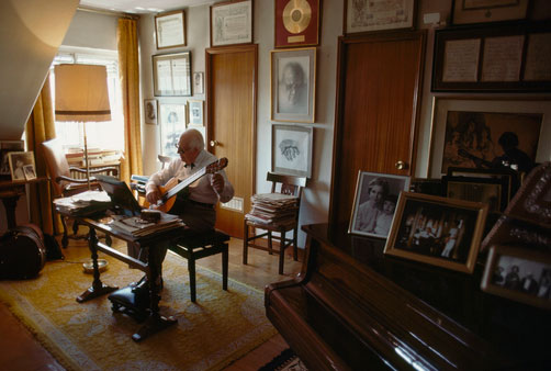 Segovia practicing in his Madrid studio at age 93
