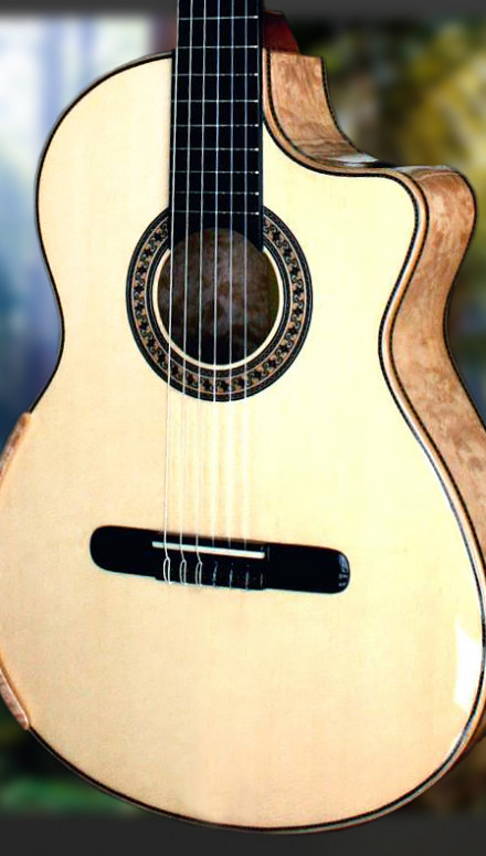 Maple B&S, Italian Spruce Top Concert Classical Guitar